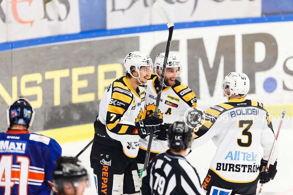 150423 Ishockey, SM-Final, V&auml;xj&ouml; - Skellefte&aring;<br /> Kirill Kabanov, Skellefte&aring; AIK jublar efter att ha gjort m&aring;l 0-2. Pontus Petterstr&ouml;m, Niclas Burstr&ouml;m. Cristopher Nihlstorp, V&auml;xj&ouml; Lakers Hockey deppar.<br /> &copy; Daniel Malmberg/Jkpg sports photo