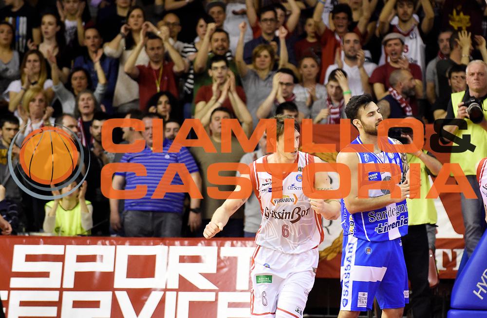 DESCRIZIONE : Reggio Emilia Campionato Lega A 2014-15 Grissin Bon Reggio Emilia Dinamo Banco di Sardegna Sassari<br /> GIOCATORE : Achille Polonara<br /> CATEGORIA : Esultanza Pubblico Tifosi Supporters <br /> SQUADRA : Grissin Bon Reggio Emilia<br /> EVENTO : Campionato Lega A 2014-15<br /> GARA : Grissin Bon Reggio Emilia Dinamo Banco di Sardegna Sassari<br /> DATA : 12/04/2015<br /> SPORT : Pallacanestro <br /> AUTORE : Agenzia Ciamillo-Castoria/A.Giberti<br /> Galleria : Campionato Lega A 2014-15  <br /> Fotonotizia : Reggio Emilia Campionato Lega A 2014-15 Grissin Bon Reggio Emilia Dinamo Banco di Sardegna Sassari<br /> Predefinita :