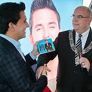 NLD/Volendam/20111027- Persconferentie 15 Jaar Jan Smit, cd overhandiging door burgemeester Ed van Beek