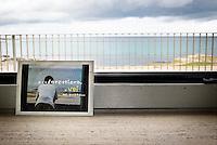 """Una cartolina sul marmo di una finestra con vista mare al primo piano dell'ex centro di permanenza temporanea """"Casa Regina Pacis"""" a San foca (LE) ormai in disuso. 21/02/2010 (PH Gabriele Spedicato)..I Centri di permanenza temporanea (CPT), ora denominati Centri di identificazione ed espulsione (CIE), sono strutture istituite in ottemperanza a quanto disposto all'articolo 12 della legge Turco-Napolitano (L. 40/1998) per ospitare gli stranieri """"sottoposti a provvedimenti di espulsione e o di respingimento con accompagnamento coattivo alla frontiera"""" nel caso in cui il provvedimento non sia immediatamenti eseguibile."""