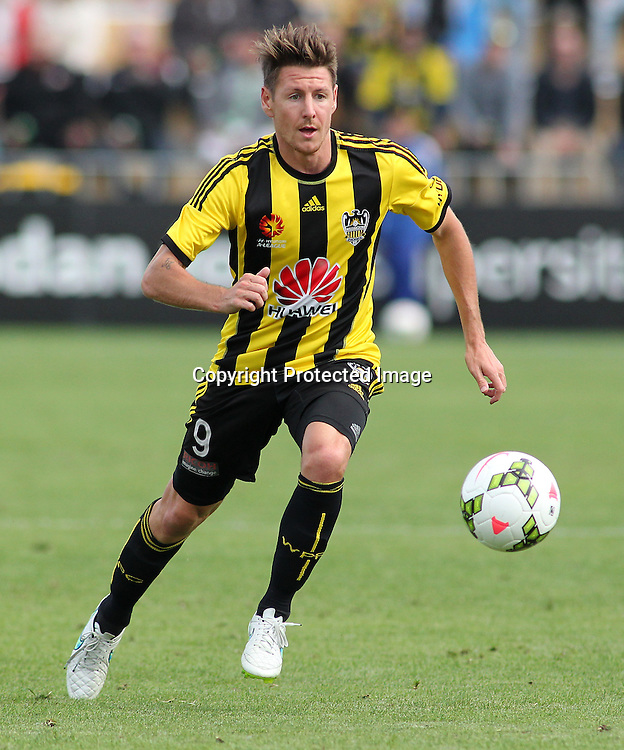 Phoenix' Nathan Burns during the A-League football match between the Wellington Phoenix & Melbourne City, at the Hutt Recreational Ground, Wellington, 14 February 2015. Photo.: Grant Down / www.photosport.co.nz