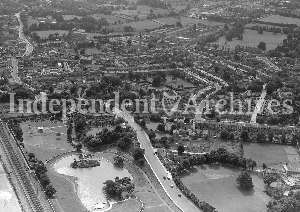 (Part of the Independent Newspapers Ireland/NLI collection.)<br /> Aerial  view of Blackrock, Co. Dublin 8/8/1957