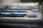 Hanau | Germany | 14.09.2015: Auf Anforderung der hessischen Landesregierung richten die Stadt Hanau und der Main-Kinzig-Kreis im Rahmen des Katastrophenschutzes, mit Kr&auml;ften der Feuerwehr, der Hilfsorganisationen und der Bundeswehr in der August Sch&auml;rttner Halle in Hanau eine Unterkunft f&uuml;r 1000 Fl&uuml;chtlinge ein. Dazu werden neben der Halle zwei zus&auml;tzliche Zelte aufgebaut.<br /> <br /> hier: In der Halle hat man in der Nacht hunderte Betten aufgebaut.<br /> <br /> 20150914<br /> Sascha Rheker<br /> <br /> [Inhaltsveraendernde Manipulation des Fotos nur nach ausdruecklicher Genehmigung des Fotografen. Vereinbarungen ueber Abtretung von Persoenlichkeitsrechten/Model Release der abgebildeten Person/Personen liegt/liegen nicht vor.] [No Model Release | No Property Release]