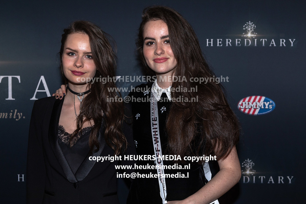 Pathe Tuschinski, Amsterdam. Nederlandse premiere van Hereditary. Op de foto: Sarah Nauta en Julia Nauta