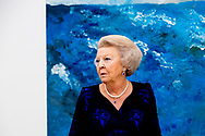 WASSENAAR - Princess Beatrix gets a tour of the Voorlinden Museum in Wassenaar for the opening of the Dutch artist Armando. copyright robin utrecht