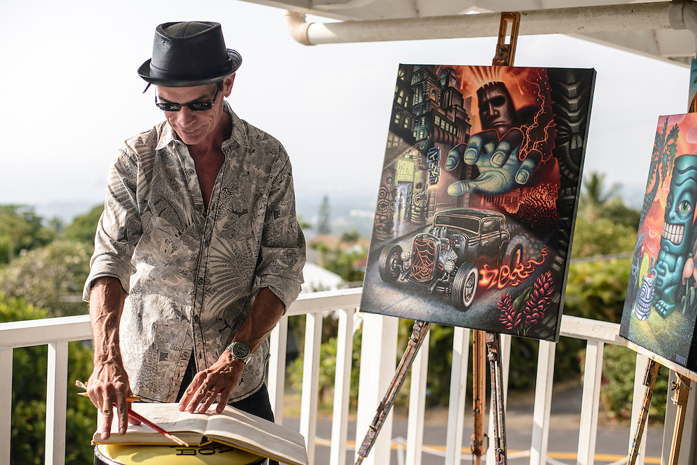 Tiki artist Brad Parker working at his home in Kona, Hawaii | Hana Hou! Magazine
