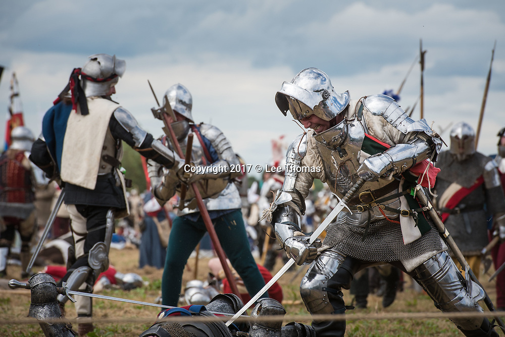 Tewkesbury, Gloucestershire, UK. 8th July 2017. Pictured:  Lancastrians and Yorkists engage in battle. / Thousands of re-enactors, entertainers, traders and sightseers congregate in Tewkesbury for the largest annual free medieval gathering of its kind in Europe. The Festival's main attraction is a re-enactment of the Battle of Tewkesbury, on part of the site of the original 1471 battlefield where the Yorkists fought the Lancastrians in the Wars of the Roses. Many of the Euro-wide participants include wives and children who live as a medieval army in authentic encampments for the whole weekend. // Lee Thomas, Tel. 07784142973. Email: leepthomas@gmail.com  www.leept.co.uk (0000635435)