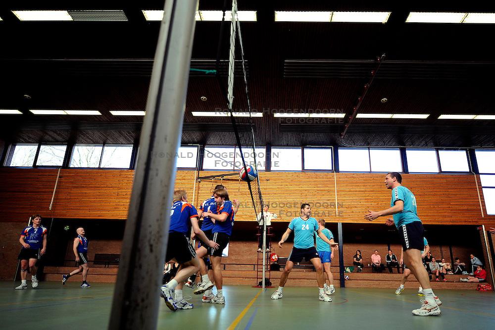 21-03-2009 VOLLEYBAL: VOC MAARSSEN: MAARSSEN<br /> VOC Maarssen Heren 2 speelde tegen Shot H1 / <br /> &copy;2009-WWW.FOTOHOOGENDOORN.NL