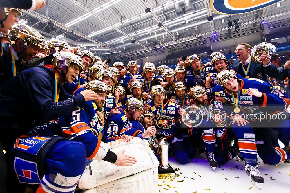 150423 Ishockey, SM-Final, V&auml;xj&ouml; - Skellefte&aring;<br /> Gruppbild med V&auml;xj&ouml; Lakers Hockey och pokals, Le Mat.<br /> &copy; Daniel Malmberg/Jkpg sports photo