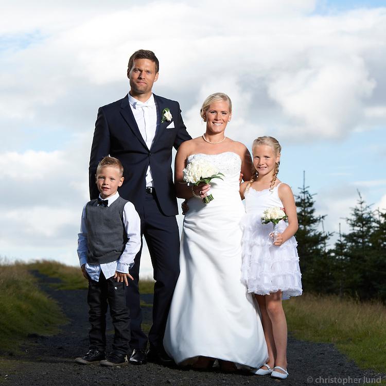 Aníta Ósk Ágústsdóttir og Hávarður Gunnarsson gifta sig í Grindavíkurkirkju 21. ágúst 2010. Frá myndatöku eftir athöfn.