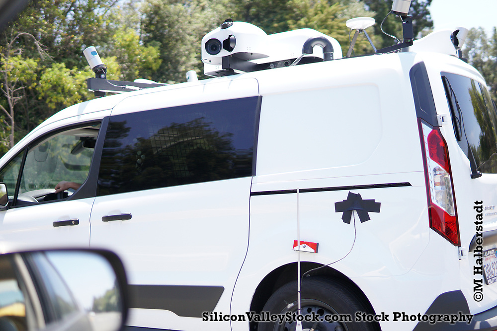 Unmarked Mapping Vehicle in Silicon Valley (believed to be Apple)