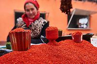 Ouzbekistan, region de Fergana, Marguilan, bazar, marché alimentaire, vendeur de piment // Uzbekistan, Fergana region, Marguilan, bazaar, food market, chili seller