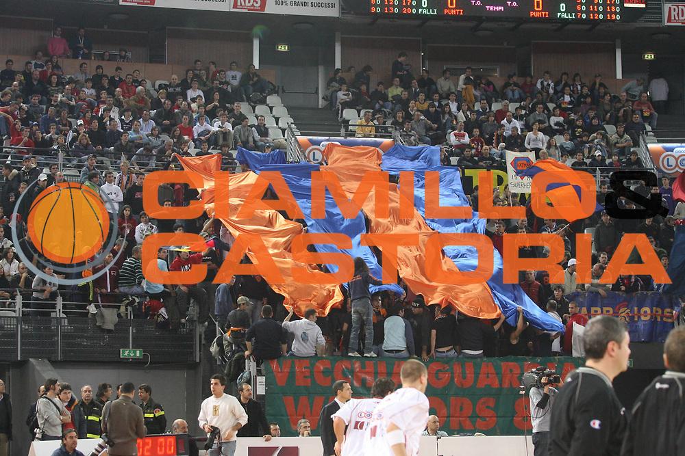 DESCRIZIONE : Roma Lega A1 2006-07 Lottomatica Virtus Roma Benetton Treviso <br /> GIOCATORE : Tifosi <br /> SQUADRA : Lottomatica Virtus Roma <br /> EVENTO : Campionato Lega A1 2006-2007 <br /> GARA : Lottomatica Virtus Roma Benetton Treviso <br /> DATA : 26/11/2006 <br /> CATEGORIA : Esultanza <br /> SPORT : Pallacanestro <br /> AUTORE : Agenzia Ciamillo-Castoria/G.Ciamillo