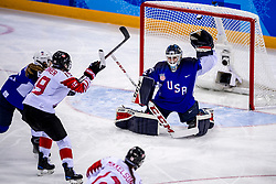 22-02-2018 KOR: Olympic Games day 13, PyeongChang<br /> Final Ice Hockey Canada - USA 2-3 / Madeline Rooney #35 of the United States, Brianne Jenner #19 of Canada