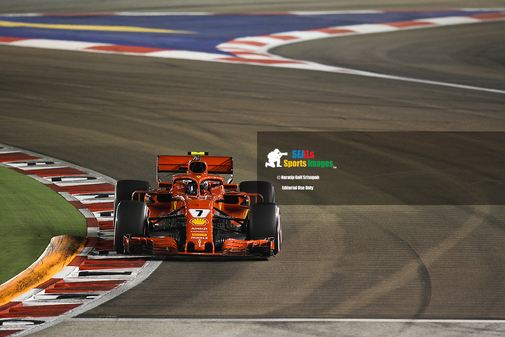 SINGAPORE - SEPTEMBER 15: Kimi Räikkönen (7) of Scuderia Ferrari during Qualifying at the F1 Singapore Grand Prix 2018, Marina Bay Street Circuit, Singapore on September 15, 2018. <br /> .<br /> .<br /> .<br /> (Photo by: Naratip Golf Srisupab/SEALs Sports Images)<br /> .<br /> Any image use must include a mandatory credit line adjacent to the content which should read: Naratip Golf Srisupab/SEALs Sports Images