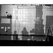 """Autor de la Obra: Aaron Sosa<br /> Título: """"Serie: Venezuela Cotidiana""""<br /> Lugar: Caracas - Venezuela <br /> Año de Creación: 2001<br /> Técnica: Captura digital en RAW impresa en papel 100% algodón Ilford Galeríe Prestige Silk 310gsm<br /> Medidas de la fotografía: 33,3 x 22,3 cms<br /> Medidas del soporte: 45 x 35 cms<br /> Observaciones: Cada obra esta debidamente firmada e identificada con """"grafito – material libre de acidez"""" en la parte posterior. Tanto en la fotografía como en el soporte. La fotografía se fijó al cartón con esquineros libres de ácido para así evitar usar algún pegamento contaminante.<br /> <br /> Precio: Consultar<br /> Envios a nivel nacional  e internacional."""