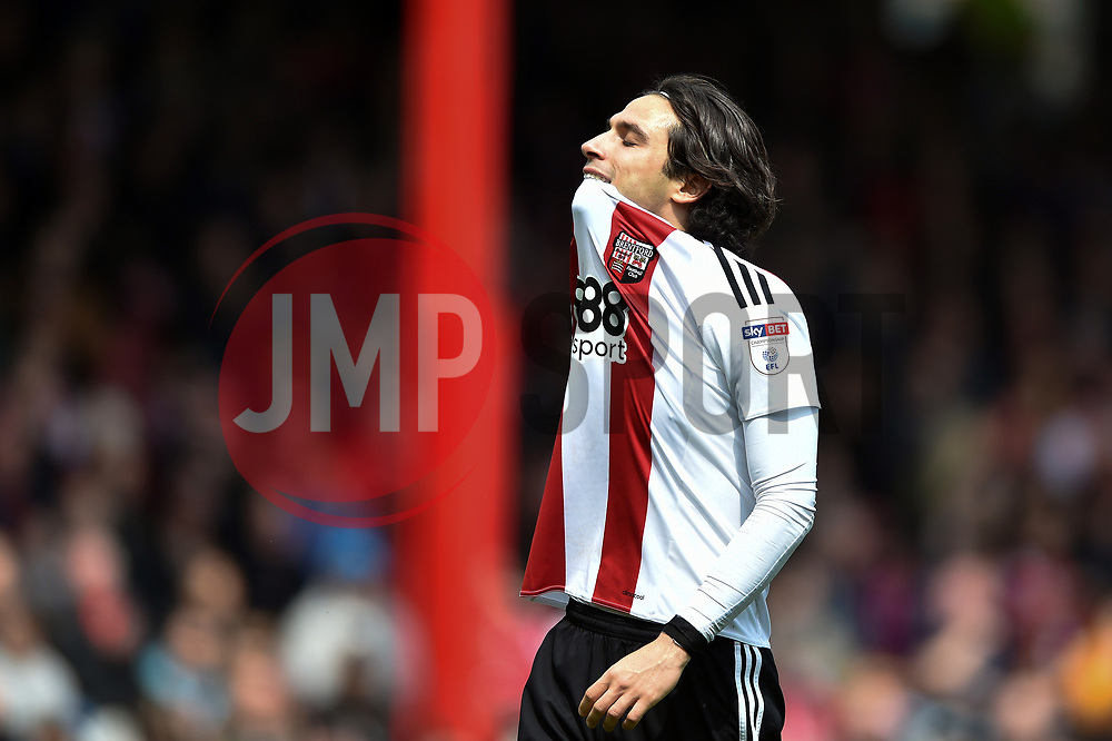 Jota of Brentford looks dejected after missing a shot at goal - Mandatory by-line: Patrick Khachfe/JMP - 07/05/2017 - FOOTBALL - Griffin Park - London, England - Brentford v Blackburn Rovers - Sky Bet Championship