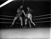 26/09/1952<br /> 09/26/1952<br /> 26 September 1952<br /> Red Cross Boxing event, Corinthians vs Scottish boxers. The bouts at the National Stadium. A. Reddy v John Smillie