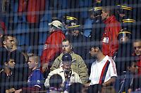 Fotball<br /> Frankrike 2003/04<br /> Strasbourg v Paris St. Germain<br /> 1. mai 2004<br /> Foto: Digitalsport<br /> NORWAY ONLY<br /> <br /> VIOLENCE BETWEEN PSG FANS IN STADE DE LA MEINAU