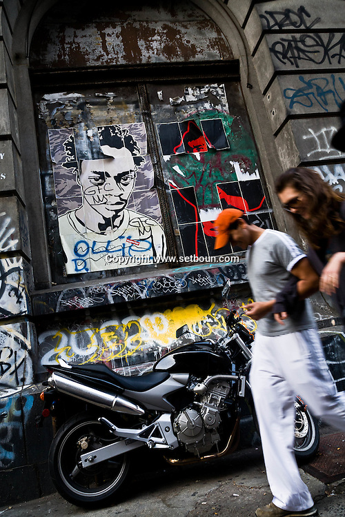 """New york. Nolita district. 11 spring street, the building in NoLIta with all the graffiti on it."""" a mecca for street artists  - United states  11 spring street , squatt d artistes. Mur peint graffitis New York - Etats-unis"""