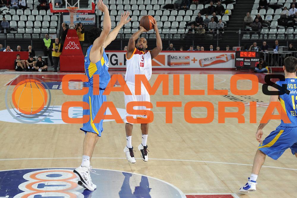 DESCRIZIONE : Roma Eurolega 2010-11 Top 16 Lottomatica Virtus Roma Maccabi Elettra Tel Aviv<br /> GIOCATORE : Darius Washington<br /> SQUADRA : Euroleague<br /> EVENTO : Eurolega 2010-2011<br /> GARA : Lottomatica Virtus Roma Maccabi Elettra Tel Aviv<br /> DATA : 03/03/2011<br /> CATEGORIA : Tiro<br /> SPORT : Pallacanestro <br /> AUTORE : Agenzia Ciamillo-Castoria/GiulioCiamillo<br /> Galleria : Eurolega 2010-2011<br /> Fotonotizia : Roma Eurolega 2010-11 Top 16 Lottomatica Virtus Roma Maccabi Elettra Tel Aviv<br /> Predefinita :
