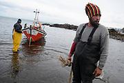 20120527/ Nicolas Celaya - adhocFOTOS/ URUGUAY/ MALDONADO/ PIRIAPOLIS/ Pescadores artesanales de Piriapolis durante una jornada de trabajo.  <br /> En la foto: Pescadores artesanales de Piriapolis durante una jornada de trabajo. Foto: Nicol&aacute;s Celaya /adhocFOTOS