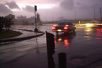 La Habana amanecio mas tranquila que la vispera, cesaron los fuertes vientos y el oleaje, 5 de Noviembre del 2001, la Habana, Cuba. El huracan Michelle tomo rumbo al este de la Habana, provocando que las afectaciones fueran menores en la capital. (AP Photo/Cristobal Herrera)