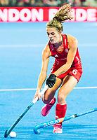 Londen - Anna Toman (Eng) tijdens de cross over wedstrijd Engeland-Korea (2-0) bij het WK Hockey 2018 in Londen.    COPYRIGHT KOEN SUYK