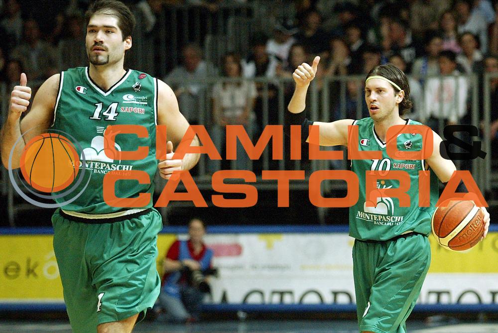 DESCRIZIONE : Cantu Lega A1 2005-06 Vertical Vision Cantu Montepaschi Siena <br />GIOCATORE : Pecile Chiacig Curiosita<br />SQUADRA : Montepaschi Siena<br />EVENTO : Campionato Lega A1 2005-2006<br />GARA : Vertical Vision Cantu Montepaschi Siena<br />DATA : 02/04/2006<br />CATEGORIA : Palleggio<br />SPORT : Pallacanestro<br />AUTORE : Agenzia Ciamillo-Castoria/S.Ceretti<br />Galleria : Lega Basket A1 2005-2006<br />Fotonotizia : Cantu Campionato Italiano Lega A1 2005-2006 Vertical Vision Cantu Montepaschi Siena<br />Predefinita :