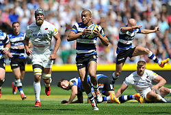 Jonathan Joseph of Bath Rugby takes on the Saracens defence - Photo mandatory by-line: Patrick Khachfe/JMP - Mobile: 07966 386802 30/05/2015 - SPORT - RUGBY UNION - London - Twickenham Stadium - Bath Rugby v Saracens - Aviva Premiership Final