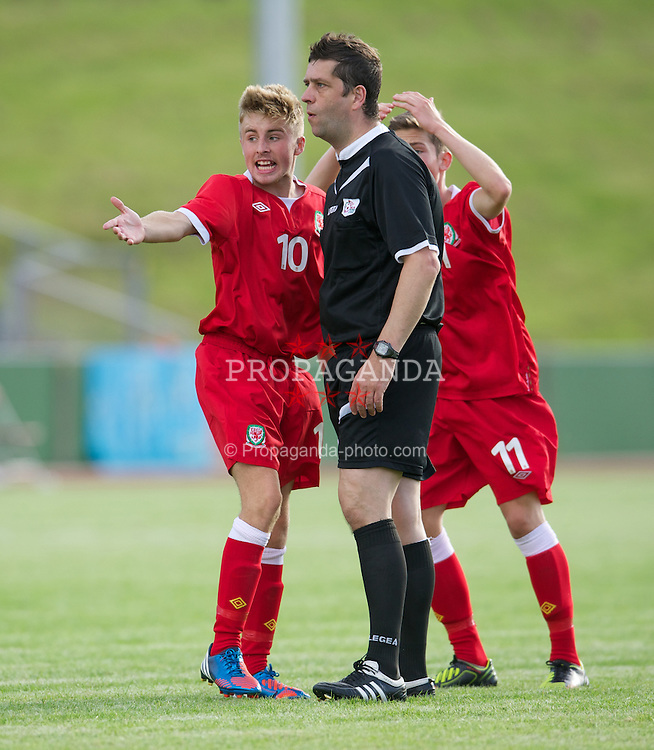COLWYN BAY, WALES - Tuesday, August 28, 2012: Wales' captain Joseff Morrell and Harry Wilson appeal for a penalty to referee Mark Petch against Poland during the International Friendly Under-16's match at Eirias Park. (Pic by David Rawcliffe/Propaganda)