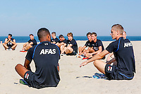 BERGEN - 03-08-2015, strandtraining AZ, strand, AZ speler Aron Johannsson (r).