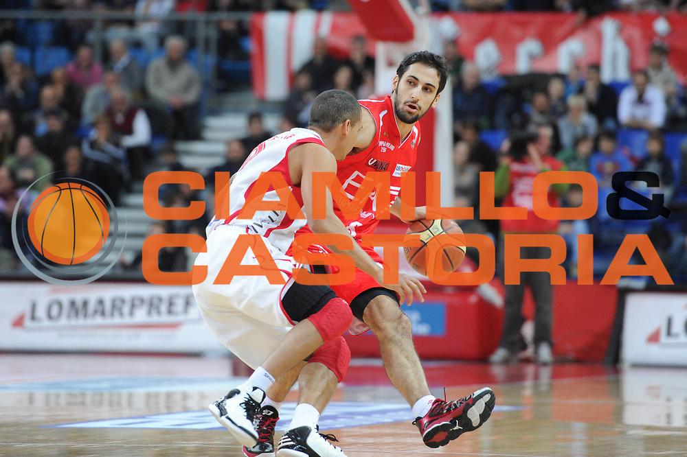 DESCRIZIONE : Pesaro Lega A 2012-13 Scavolini Banca Marche Pesaro EA7 Emporio Armani Milano<br /> GIOCATORE : Rok Stipcevic<br /> CATEGORIA : palleggio<br /> SQUADRA :  EA7 Emporio Armani Milano<br /> EVENTO : Campionato Lega A 2012-2013 <br /> GARA : Scavolini Banca Marche Pesaro EA7 Emporio Armani Milano<br /> DATA : 10/12/2012<br /> SPORT : Pallacanestro <br /> AUTORE : Agenzia Ciamillo-Castoria/C.De Massis<br /> Galleria : Lega Basket A 2012-2013  <br /> Fotonotizia : Pesaro Lega A 2012-13 Scavolini Banca Marche Pesaro EA7 Emporio Armani Milano<br /> Predefinita :