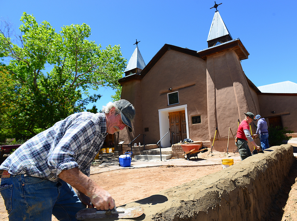 apl043017d/ASECTION/pierre-louis/JOURNAL 043017<br /> Volunteer  John McCandless,, applies mud to the wall at the Old Church in Corrales .Photographed on Sunday April 30, 2017. .Adolphe Pierre-Louis/JOURNAL