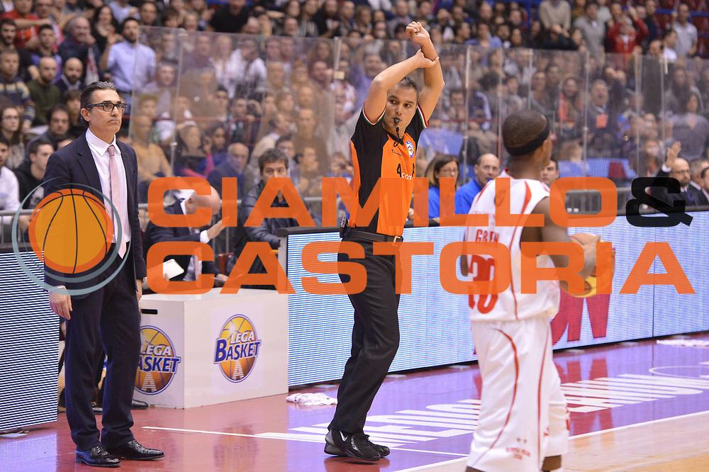 DESCRIZIONE :  Milano Lega A 2012-13 EA7 Emporio Armani Milano Montepaschi Siena<br /> GIOCATORE : arbitro<br /> CATEGORIA : fallo mani<br /> SQUADRA : <br /> EVENTO : Campionato Lega A 2012-2013 <br /> GARA : EA7 Emporio Armani Milano Montepaschi Siena<br /> DATA : 03/03/2013<br /> SPORT : Pallacanestro <br /> AUTORE : Agenzia Ciamillo-Castoria/GiulioCiamillo<br /> Galleria : Lega Basket A 2012-2013  <br /> Fotonotizia : Milano Lega A 2012-13 EA7 Emporio Armani Milano Montepaschi Siena<br /> Predefinita :