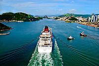 12-12-2010 Brasil - ES - Vitoria - Vista da baia de Vitoria com um navio cruzeiro chegando para atracar no porto de Vitoria - Foto: Tadeu Bianconi / Mosaico Imagem