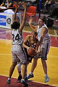 DESCRIZIONE : Venezia Lega A Femminile 2015-16 Umana Reyer Venezia - Umbertide<br /> GIOCATORE : laun fontenette<br /> CATEGORIA : Penetrazione Tiro<br /> SQUADRA :  Umana Reyer Venezia - Umbertide<br /> EVENTO : Campionato Lega A 2015-2016 <br /> GARA : Umana Reyer Venezia - Umbertine<br /> DATA : 25/10/2015 <br /> SPORT : Pallacanestro <br /> AUTORE : Agenzia Ciamillo-Castoria/M.Gregolin<br /> Galleria : Lega Basket A 2015-2016 <br /> Fotonotizia : Venezia Lega A Femminile 2015-16 Umana Reyer Venezia - Umbertide