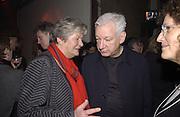 Lynn Barber and Michael Craig-Martin. Launch B.B.C. Four, Fashion St. London. © Copyright Photograph by Dafydd Jones 66 Stockwell Park Rd. London SW9 0DA Tel 020 7733 0108 www.dafjones.com