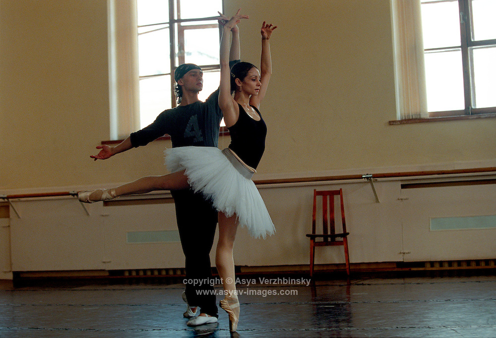 Roberta Marquez and Ivan Putrov in rehearsal for Swan Lake. Mariinsky Theatre,St. Petersburg, Russia<br />