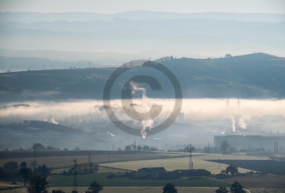 1/11/16 - PLAINE DE BOULADE - PUY DE DOME - FRANCE - Issoire vue de la Montagne de Cros Roland - Photo Jerome CHABANNE