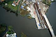 Nederland, Zuid-Holland, 17-10-2001; riviertje de Giessen (ten N van Hardinxveld - Giessendam); aanleg tunnel Betuweroute, ter plaatse van recreatiegebied; tunnel wordt niet geboord maar gebouwd dmv 'cut and cover',  beide tunnelbuizen zichbaar; riviertje blijft ondertussen bevaarbaar;.recreatie toerisme vrije tijd landschap infrastructuur.luchtfoto (toeslag), aerial photo (additional fee)<br /> photo/foto Siebe Swart
