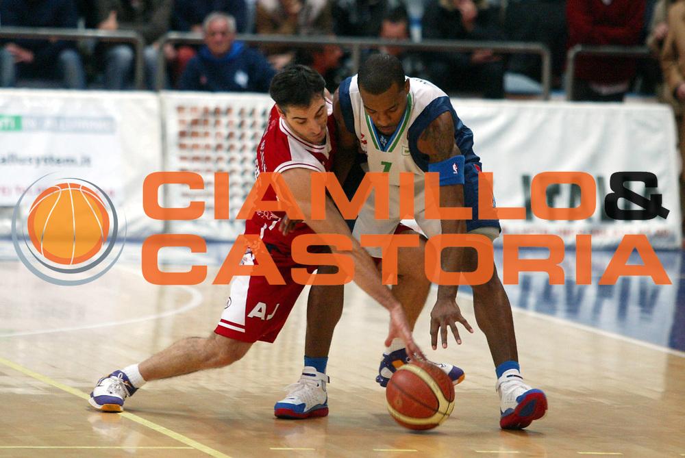 DESCRIZIONE : Milano Lega A1 2005-06 Roseto Basket Armani Jeans Milano <br /> GIOCATORE : 59 <br /> SQUADRA : Roseto Basket <br /> EVENTO : Campionato Lega A1 2005-2006 <br /> GARA : Roseto Basket Armani Jeans Milano <br /> DATA : 26/02/2006 <br /> CATEGORIA : Sequenza <br /> SPORT : Pallacanestro <br /> AUTORE : Agenzia Ciamillo-Castoria/G.Ciamillo