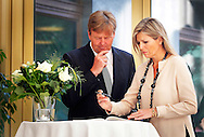 THE HAGUE - King Willem-Alexander and Maxima queen sign the book of condolence at the Ministry of Security and Justice for the victims of the crashed Boeing Malaysia Airlines in Ukraine. COPYRIGHT ROBIN UTRECHT DEN HAAG 18 juli 2014 - Koning Willem-Alexander en koningin Máxima tekenen het condoleanceregister op het ministerie van Veiligheid en Justitie.