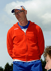 24-05-2011 ATLETIEK: TRAINING PAPENDAL: ARNHEM<br /> Bondscoach sprint Wigert Thunissen<br /> ©2011-FotoHoogendoorn.nl