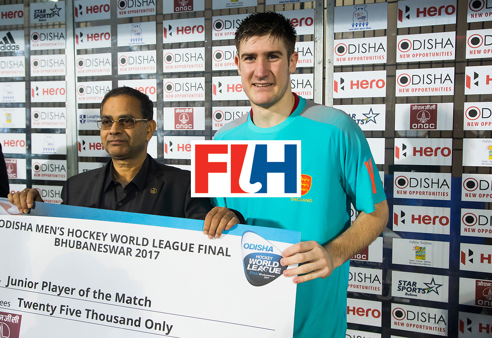 BHUBANESWAR -  Young player of the match, Liam Sanford (Eng)  de Hockey World League Finals , de wedstrijd om de 7e plaats, Engeland-Nederland.   COPYRIGHT  KOEN SUYK