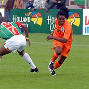 NLD/Amsterdam/20070526 - Suriprofs - Jong Oranje 2007, Calvin Jong-A-Pin in duel met Romeo Castelen