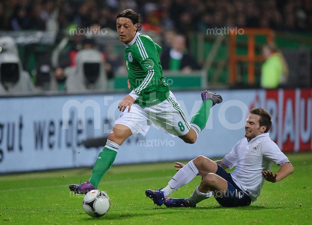 Fussball international Saison 2011/2012 Freundschaftsspiel Deutschland - Frankreich V.l.: Mesut OEZIL (GER), Yohan CABAYE (FRA).