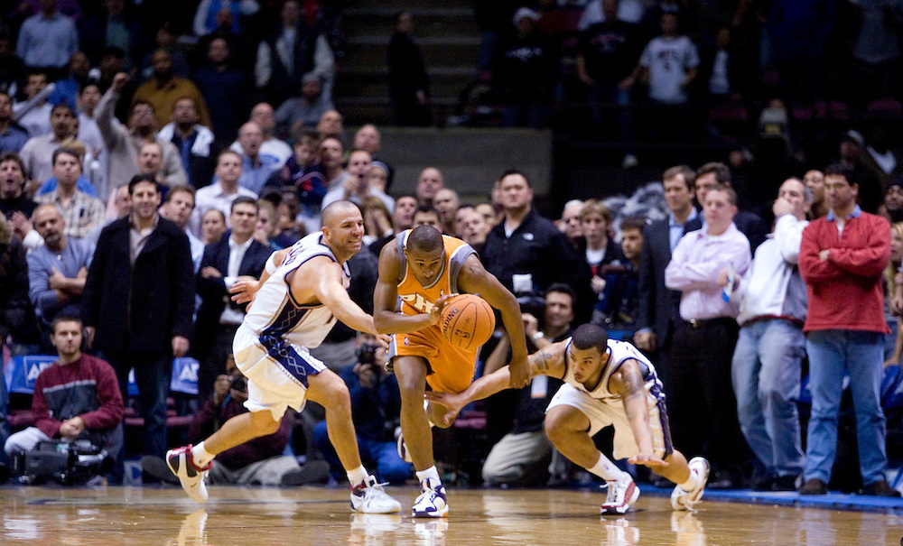 Leandro Barbosa of the Phoenix Suns recovers a loose ball in the 2nd overtime at the Continental Airlines Arena on December 07, 2006<br />