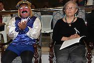 El payaso Pizarrin junto Silvia Mathus representante del Movimiento Melida Anaya Montes recibe el galardon de la Asamblea Legislativa de El Salvador al declararlos hijo y hija meritisima de El Salvador, Jueves NOV 22, 2012 San Salvador, El Salvador. Photo: Franklin Rivera/fmln/Imagenes Libres.