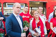 Nederland, Den Bosch, 20141101.<br /> Fractievoorzitter van de PvdA Diederik Samsom en  Fractievoorzitter PvdA Den Bosch Lisette van der Swaluw en de rest van het PvdA team bij de rode dubbeldekker van de PvdA in Den Bosch <br /> In de gemeente Den Bosch staan verkiezingsborden. Die zijn bedoeld voor de gemeenteraadsverkiezingen in Den Bosch, op woensdag 19 november. <br /> Vanwege de gemeentelijke herindeling van Maasdonk zijn de verkiezingen in Den Bosch pas op 19 november. Nuland en Vinkel komen bij Den Bosch, Geffen bij Oss. In Nuland en Vinkel zijn de verkiezingsborden al geplaatst. In totaal verschijnen 42 van deze grote borden in de gemeente. <br /> <br /> Netherlands, Den Bosch, 20141101.<br /> The city of Den Bosch are election signs. Intended for the municipal elections in Den Bosch, on Wednesday 19th November. <br /> Because of the municipal reorganization of Maasdonk the elections in Den Bosch until November 19th. Nuland and Leek come Den Bosch, Geffen at Oss. Nuland Leek and his election signs already posted. A total of 42 of these appear large signs in the municipality.